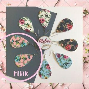 🌸🆕 1 LEFT! Pink Floral Tear Drop Earrings! 🆕🌸